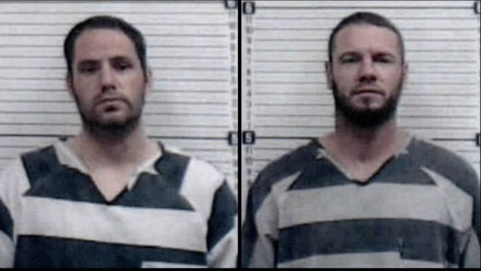 Escaped inmates spotted in stolen semi in Oklahoma